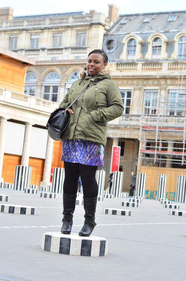 Pose à la cour d'honneur du Palais Royal2
