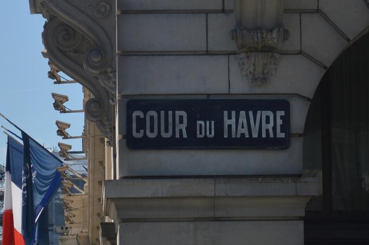BeingMissflo-1jour1metro-Paris-Saint-Lazare-cour-du-havre (5)
