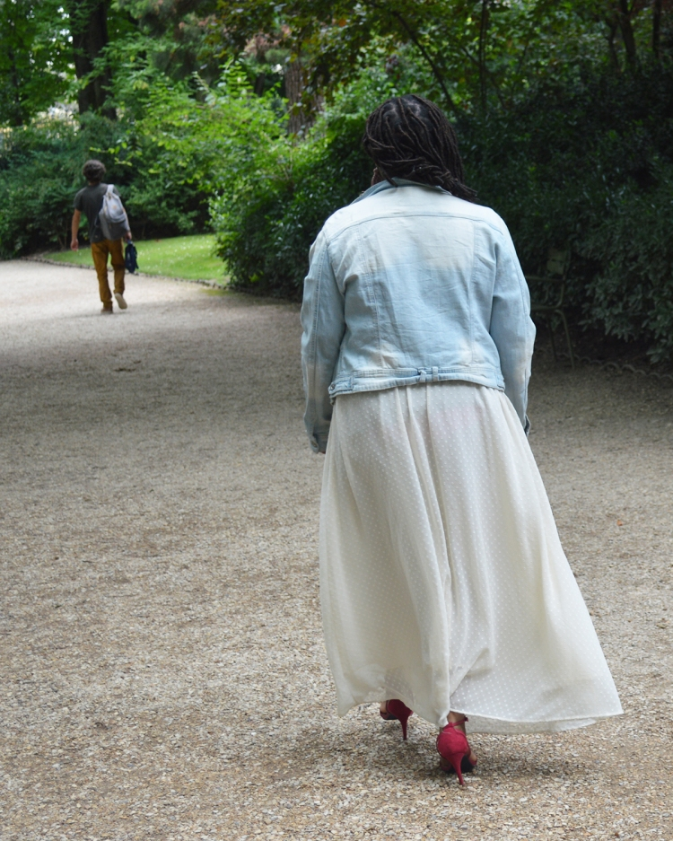 BeingMissflo_ Jupelonngue-veste-en-jean-au-jardin-du-luxembourg(30)