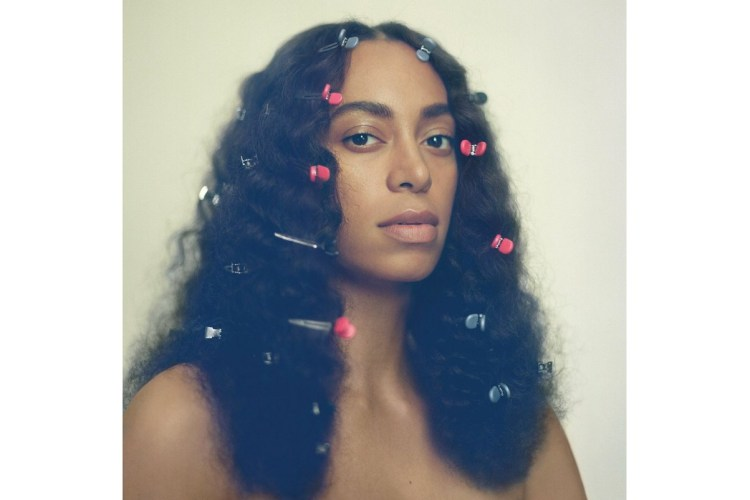 Solange - A site at the table